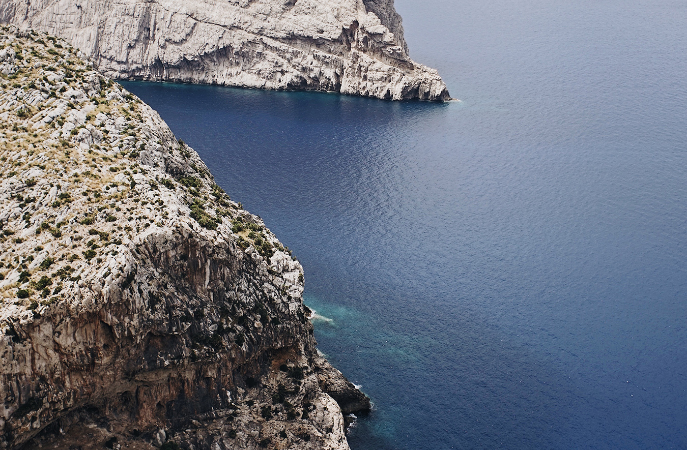 Climbing with Chris Sharma on the sea cliffs of Majorca, Balaeric Islands's image